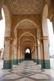 Koning Hussan II de overwelfde galerijen van de Moskee Stock Fotografie