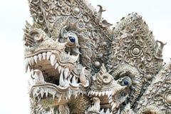 Koning van naga of serpentstandbeeld met hemelachtergrond Royalty-vrije Stock Afbeelding