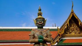 Koning van reus in Wat Phra Kaew, Bangkok, Thailand Stock Foto's