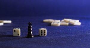 Koning van schaak en domino's Stock Fotografie