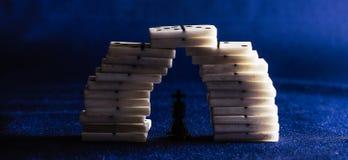 Koning van schaak en domino's Stock Afbeelding