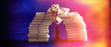 Koning van schaak en domino's Royalty-vrije Stock Afbeelding