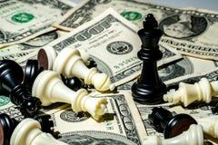 Koning van schaak op dollarachtergrond Royalty-vrije Stock Fotografie