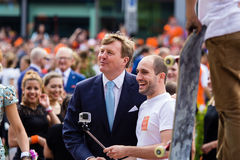 Koning Willem-Alexander en koninginmã ¡ xima van Nederland, Koning ` s Dag 2014, Amstelveen, Nederland Stock Afbeeldingen