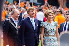 Koning Willem-Alexander en koninginmã ¡ xima van Nederland, Koning ` s Dag 2014, Amstelveen, Nederland Stock Afbeelding