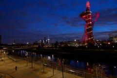 Koningin Elizabeth Olympic Park bij nacht, Londen, stock afbeeldingen