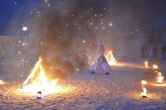 koningin van de meisjes de cosplay sneeuw, Republiek Karelië, Ruskealla-bergpark, 07/01/2019 stock foto