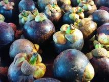 Koningin van vruchten; Verse mangostan bij Thaise markt Royalty-vrije Stock Foto