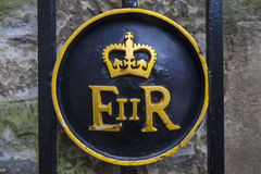 Koninginelizabeth ii Symbool bij de Toren van Londen Stock Fotografie