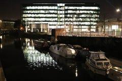Konings` s Plaats en Regent` s Kanaal, Londen bij nacht Stock Foto