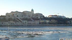 Koninklijk Kasteel van Boedapest in de winter stock afbeelding