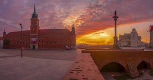 Koninklijk Kasteel in Warshau, Polen, bij zonsopgang royalty-vrije stock afbeeldingen