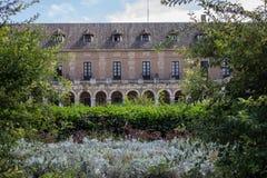 Koninklijk paleis achter de tuin in Aranjuez stock foto's
