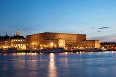 Koninklijk paleis in Stockholm bij nacht Stock Afbeelding
