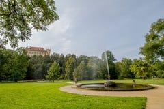 Koninklijk Park Stromovka Krà ¡ lovskà ¡ Obora Stromovka in Praag, Tsjechische Republiek Stock Foto's