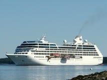 Koninklijk Prinsesschip die in Barhaven de V.S. aankomen Stock Afbeeldingen