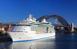 Koninklijke Caraïbische Cruisesuitstraling van het Overzees Stock Afbeeldingen