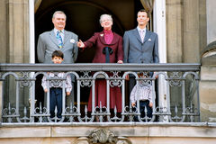 KONINKLIJKE FAMILIE BIJ AMALIENBORG-PALEIS BALACONY Stock Afbeelding