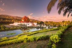 Koninklijke Flora Ratchaphruek Park bij zonsondergang Chiang Mai stock fotografie