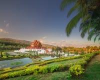 Koninklijke Flora Ratchaphruek Park bij zonsondergang Chiang Mai stock afbeelding