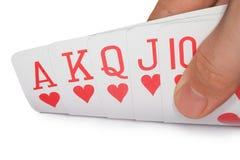 Koninklijke vloed van harten, kaarten in menselijke hand Stock Foto