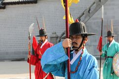Koninklijke Wachten in Gyeongbokgung-Paleis, Seoel, Korea Royalty-vrije Stock Foto