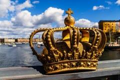 Koninklijke Zweedse kroon op brug in Stockholm Stock Afbeelding