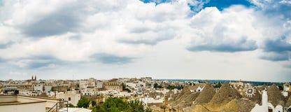 Koniska tak av trullien av Alberobello Fotografering för Bildbyråer