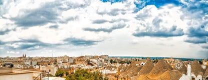 Koniska tak av trullien av Alberobello Arkivfoton