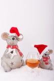 Konjakskupa med julmöss Fotografering för Bildbyråer
