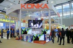 Konka tvbås på ganska korridor 3 för 120. kanton 2 guangzhou, porslin Arkivfoton