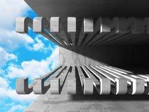 Konkret arkitekturväggkonstruktion på bakgrund för molnig himmel Royaltyfri Bild
