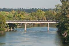 Konkret brud över Pong River, Khonkaen, Thailand Arkivfoton