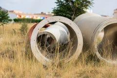 Konkret cirkelgrop manhole royaltyfri foto