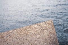 Konkret förstärkning mot havet Arkivfoton
