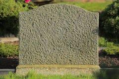Konkret gravsten med solljus från rätsidan Royaltyfri Bild