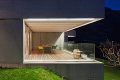 Konkret hus, terrass Fotografering för Bildbyråer