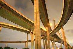 Konkret huvudvägoverpass arkivfoto
