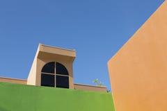 Konkret och blå himmel för cement royaltyfri bild
