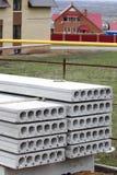 konkret slab för konstruktionshusstapel Arkivbilder