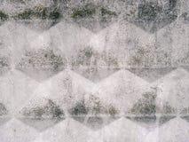 Konkret stads- textur med en modell av romber och yttersidakärvhet Grå stads- bakgrund för Grunge Royaltyfri Foto
