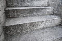 Konkret trappa som abstrctsammansättning Arkivbilder
