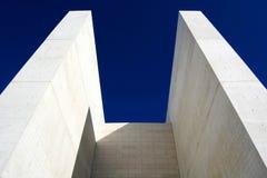 konkreta torn Arkivbild