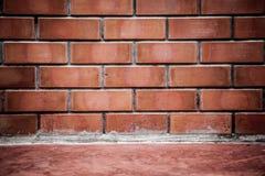 Konkrete Boden- und Wandinnenbeschaffenheit des Raumes des roten Backsteins Lizenzfreie Stockbilder