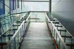 Konkrete Rampe und Schienen Stockfotografie