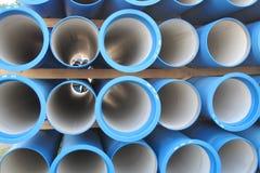 Konkrete Rohre für das Transportieren des Wassers und der Kanalisation Stockfotografie