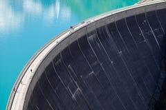 Konkrete Staumauer Reservoir großer Höhe Mooserboden, nahe Kaprun - Zell morgens sehen, Österreich Lizenzfreies Stockfoto
