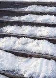 Treppe unter Schnee Stockfotos