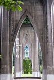Konkrete Unterstützungen der gotischen Brücke Lizenzfreie Stockbilder