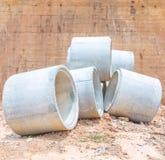Konkrete Wasserleitungen gestapelt Stockfotografie